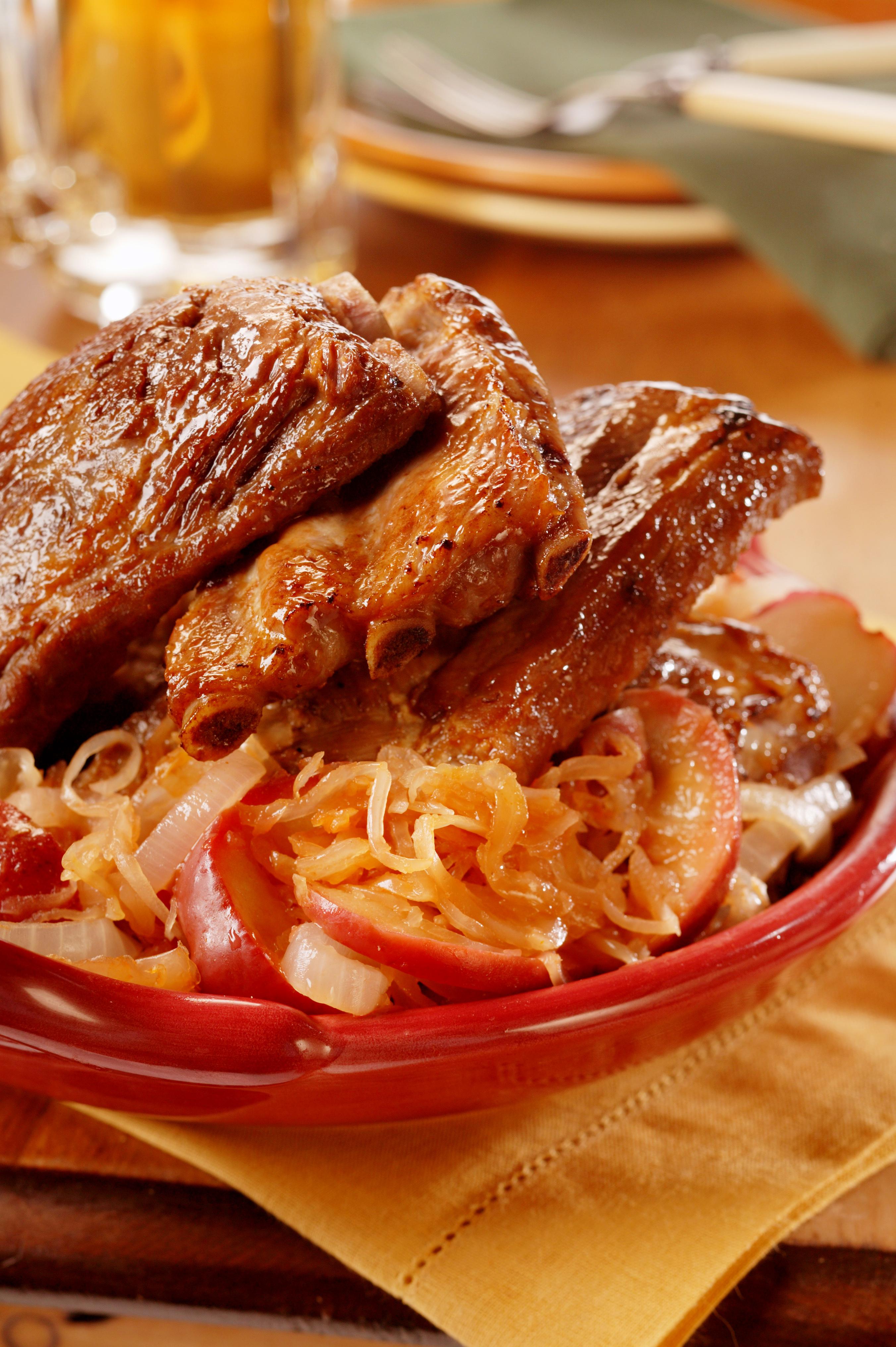 Oktoberfest ribs with apple sauerkraut pork recipes pork be inspired - Appel krat ...
